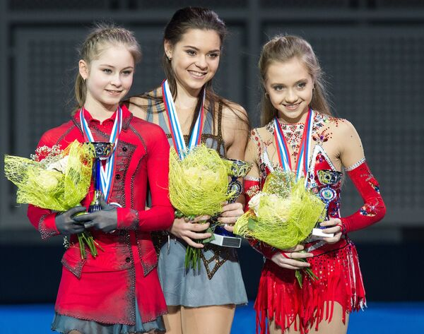 Слева направо: Юлия Липницкая, Аделина Сотникова и Елена Радионова