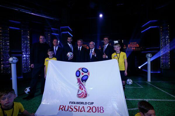 Представление официальной эмблемы чемпионата мира по футболу 2018 года
