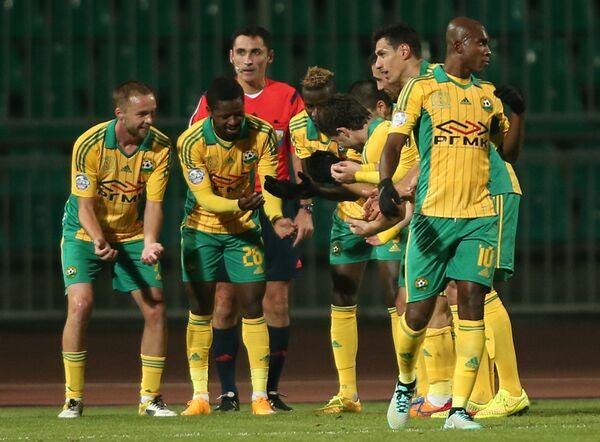 Игроки Кубани радуются забитому мячу