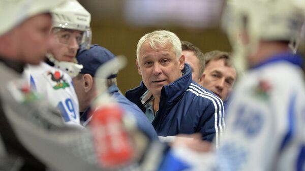 Владимир Янко (в центре)