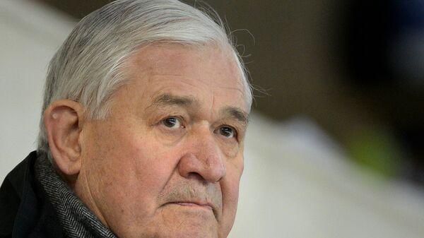 Советский хоккеист, тренер Владимир Юрзинов-старший