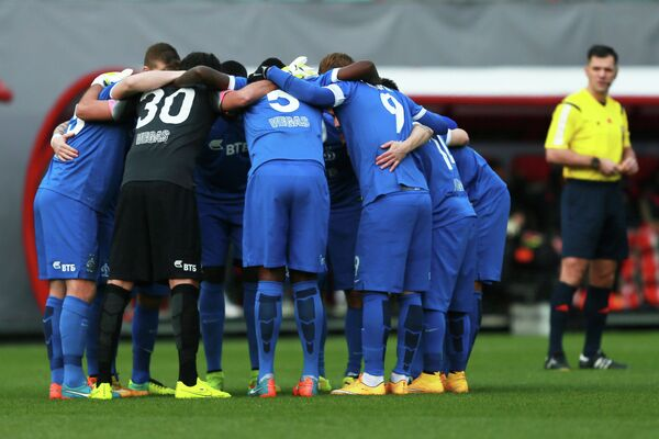 Футболисты Динамо перед началом матча 13-го тура чемпионата России по футболу