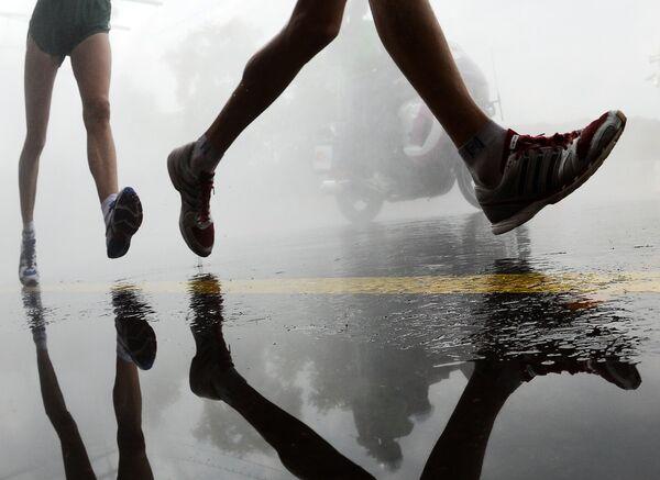 Спортсмены в соревнованиях по спортивной ходьбе