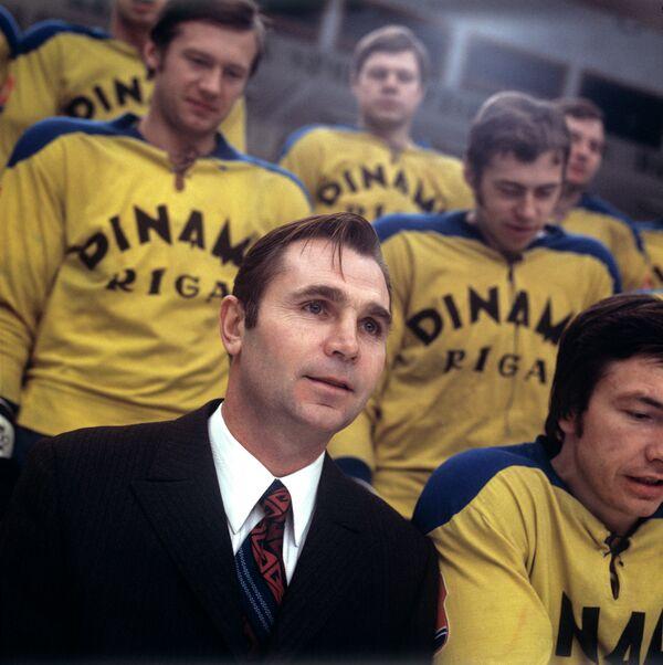 Старший тренер хоккейной команды Динамо (Рига) Виктор Тихонов
