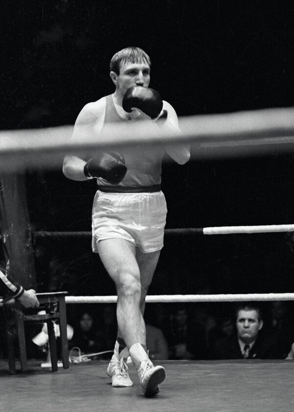 Чемпион СССР по боксу Петр Заев