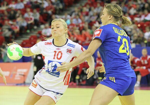 Игровой момент матча Норвегия - Испания