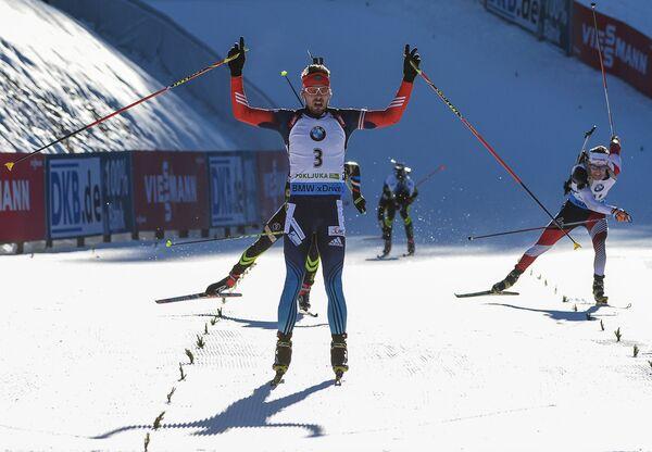 Антон Шипулин (Россия) на финише гонки с масс-старта