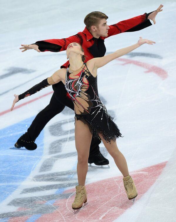 Кристина Астахова и Алексей Рогонов выступают в произвольной программе парного катания