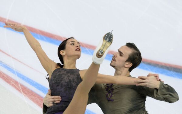 Ксения Столбова и Федор Климов выступают в произвольной программе парного катания
