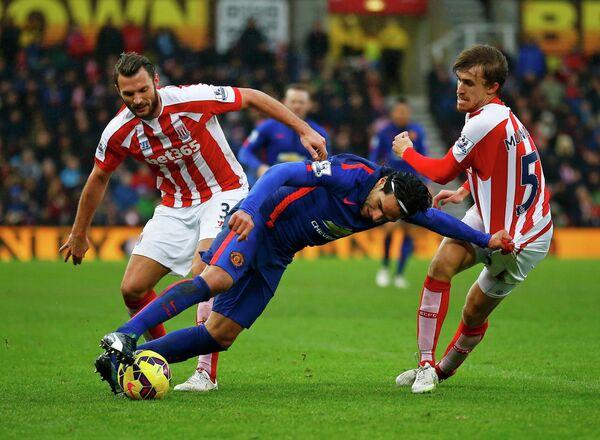 Игровой момент матча Сток Сити - Манчестер Юнайтед