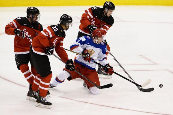 Игровой момент матча молодежных команд Канада - Россия