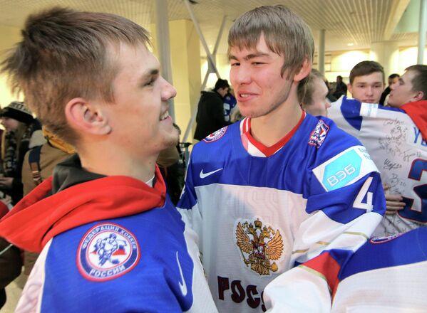 Александр Брынцев и Зият Пайгин (слева направо на первом плане)