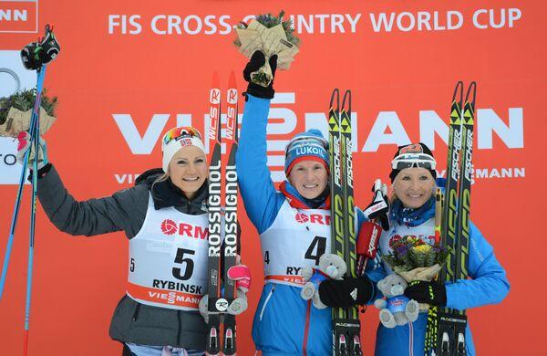 Мартина Эк Хаген (Норвегия) – 2-е место, Юлия Чекалёва (Россия) – 1-е место, Рийте-Лийсе Ропонен (Финлядия) – 3-е место (слева направо)