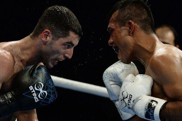 Российский боксер Михаил Алоян (слева)