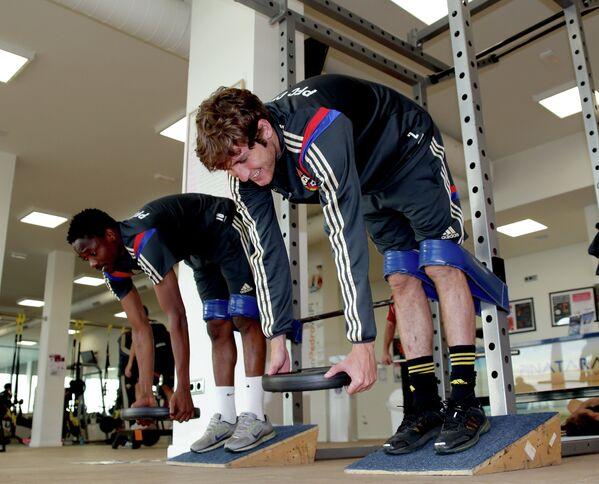 Футболисты ЦСКА Муса (слева) и Марио Фернандес во время тренировочного сбора в Испании