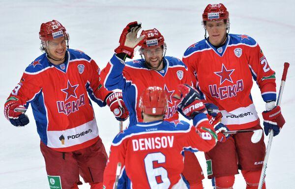 Игроки ПХК ЦСКА Андрей Стась, Владимир Жарков и Никита Зайцев (слева направо)