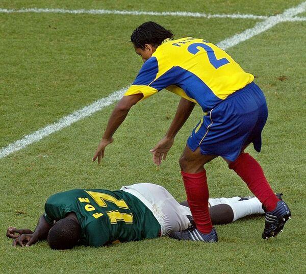 Смерть полузащитника сборной Камеруна Марка Вивьена Фоэ на футбольном поле