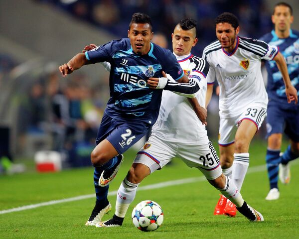 Игровой момент матча Порту - Базель