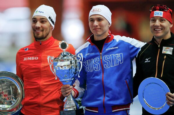 Павел Кулижников (в центре)