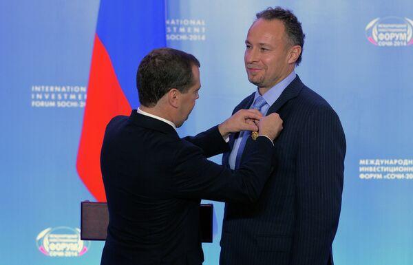 Дмитрий Медведев (слева) и Александр Вронский