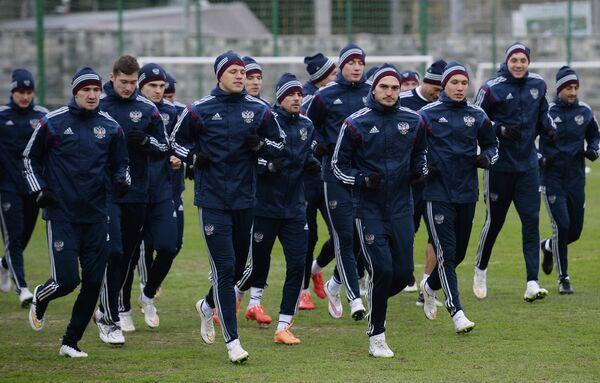 Игроки сборной России на тренировке перед товарищеским матчем со сборной Казахстана