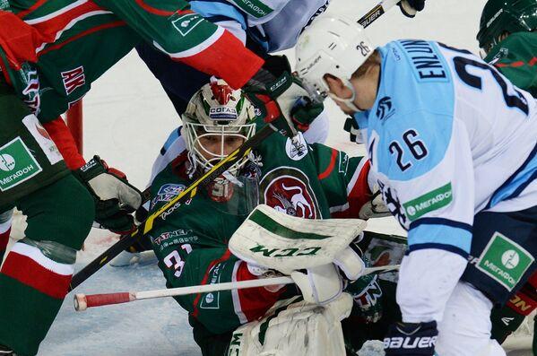 Игровой момент матча Ак Барс - Сибирь