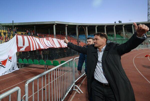 Главный тренер ФК Арсенал Дмитрий Аленичев (справа)