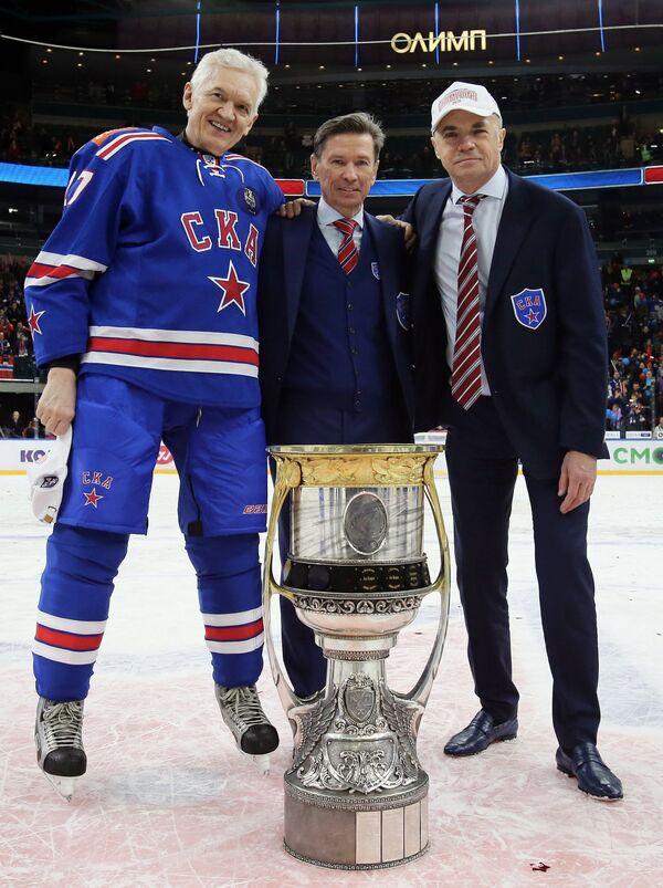 Александр Медведев, Вячеслав Быков и Геннадий Тимченко (справа налево)