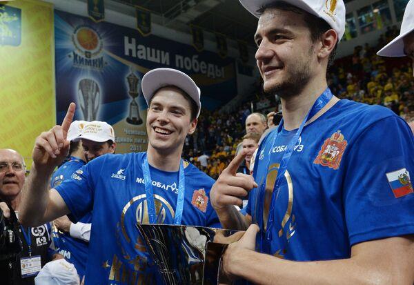Игроки БК Химки Петтери Копонен (слева) и Станислав Ильиницкий