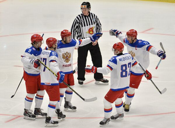 Хоккеисты сборной России Артемий Панарин, Вадим Шипачёв, Евгений Дадонов, Евгений Медведев, Илья Ковальчук (слева направо)