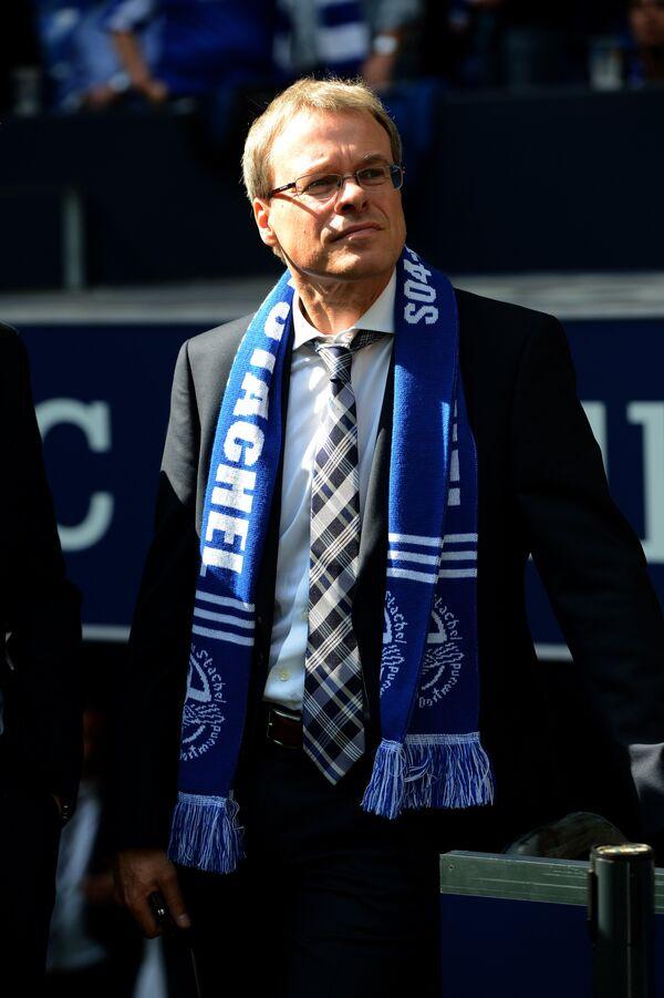 Член правления немецкого клуба Шальке по финансам и управлению Петер Петерс