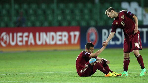 Нападающий юношеской сборной России по футболу Егор Денисов и полузащитник Борис Цыганков (слева направо)