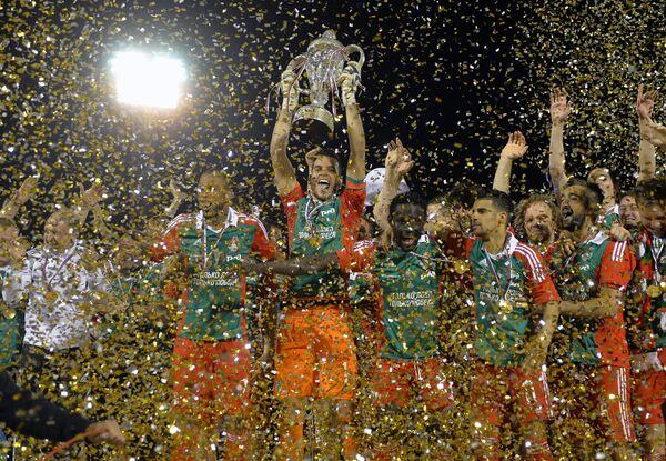 Футболисты Локомотива на церемонии награждения
