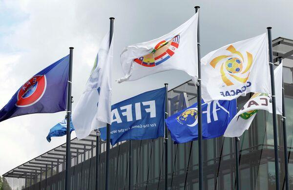 Флаги возле здания штаб-квартиры ФИФА в Цюрихе, Швейцария