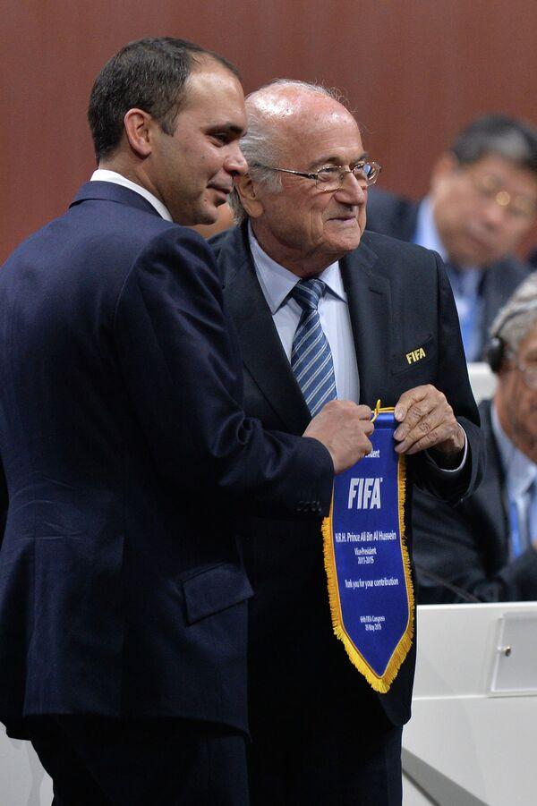 Президент ФИФА Йозеф Блаттер и принц Али бин Аль-Хусейн