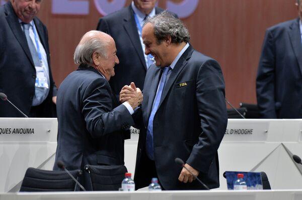 Йозеф Блаттер и Мишель Платини (справа)