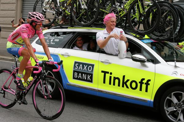 Велогонщик Tinkoff-Saxo Альберто Контадор и владелец велокоманды Олег Тиньков