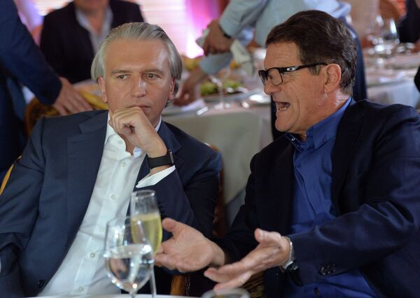 Председатель правления, генеральный директор ОАО Газпром нефть Александр Дюков (слева) и главный тренер сборной России по футболу Фабио Капелло