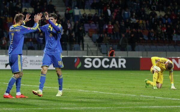 Полузащитник сборной Украины Андрей Ярмоленко и форвард Филипп Будковский (справа)