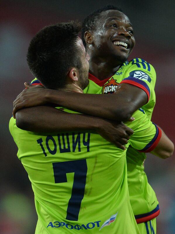 Игроки ЦСКА Зоран Тошич (слева) и Ахмед Муса