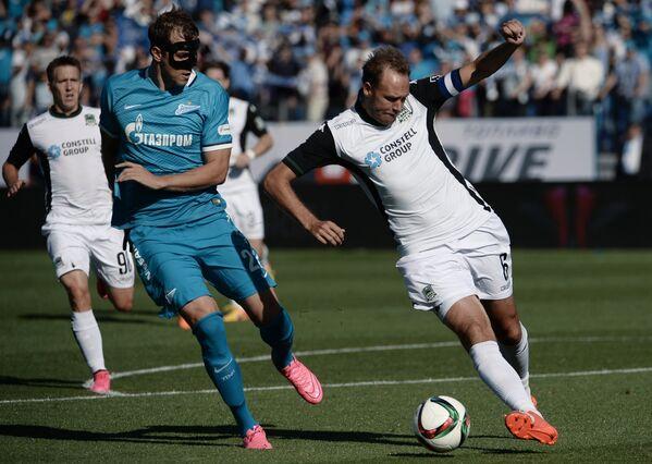Нападающий ФК Зенит Артём Дзюба и защитник ФК Краснодар Андреас Гранквист (слева направо)
