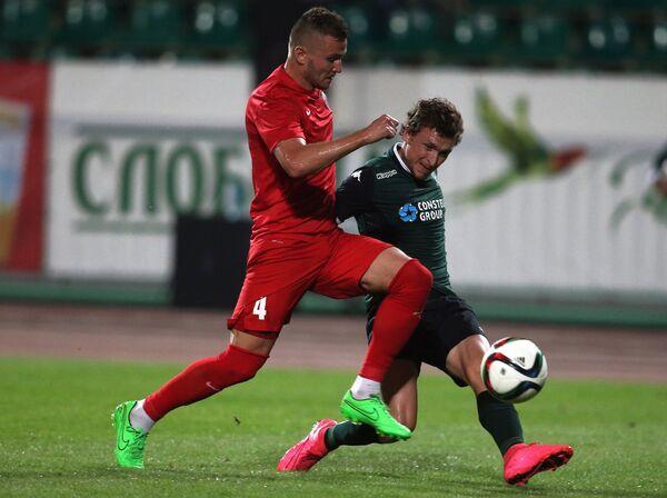 Защитник Мордовии Игорь Шитов (слева) полузащитник ФК Краснодар Павел Мамаев