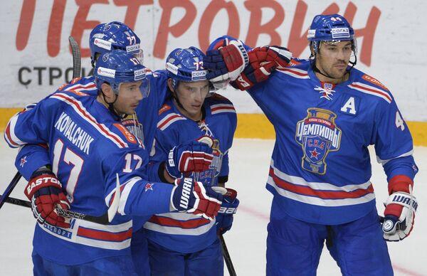 Игроки СКА Илья Ковальчук, Антон Белов, Максим Чудинов и Евгений Артюхин (слева направо)