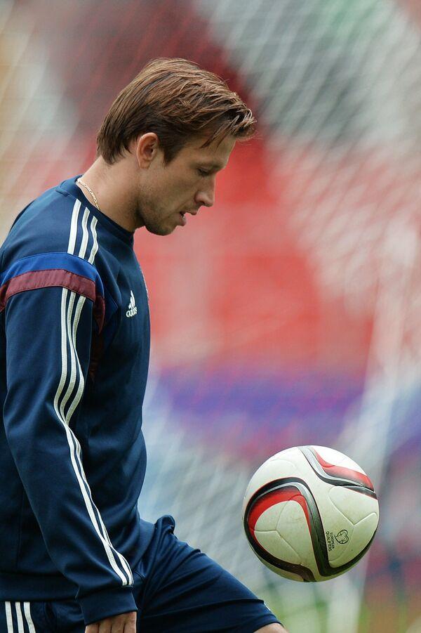 Защитник сборной России по футболу Олег Кузьмин
