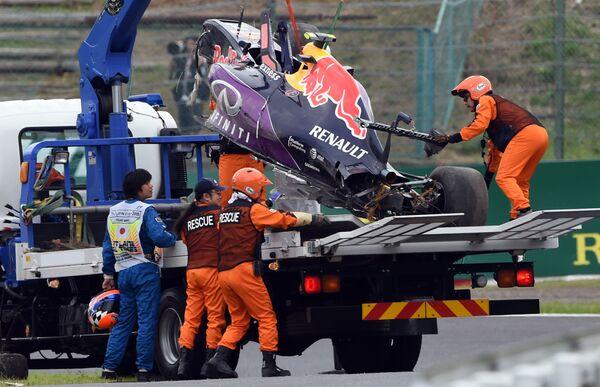 Даниил Квят попал в аварию во время квалификации Гран-при Японии, 26 сентября 2015