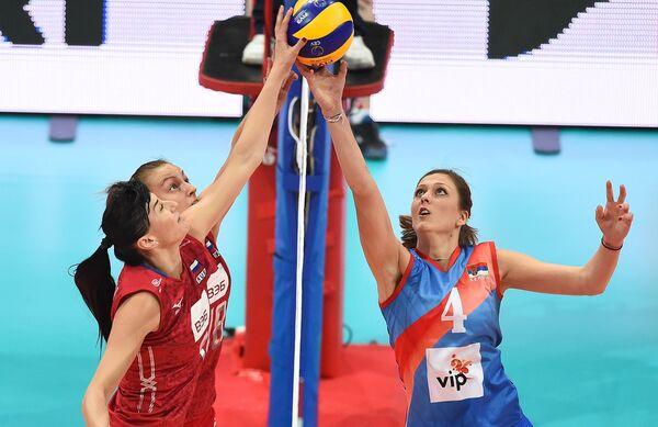Игровой момент матча ЧЕ по волейболу Россия - Сербия