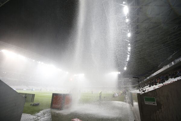 Ливень во время матча чемпионата Франции по футболу Ницца - Нант