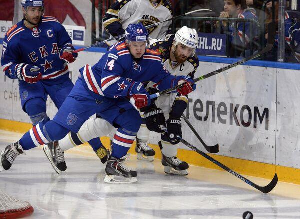 Игроки СКА Илья Ковальчук, Ярно Коскиранта и защитник Сочи Алексей Семёнов (слева направо)