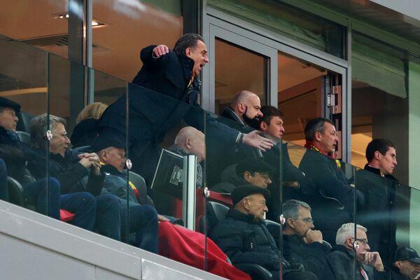 Министр спорта РФ Виталий Мутко (слева на дальнем плане)