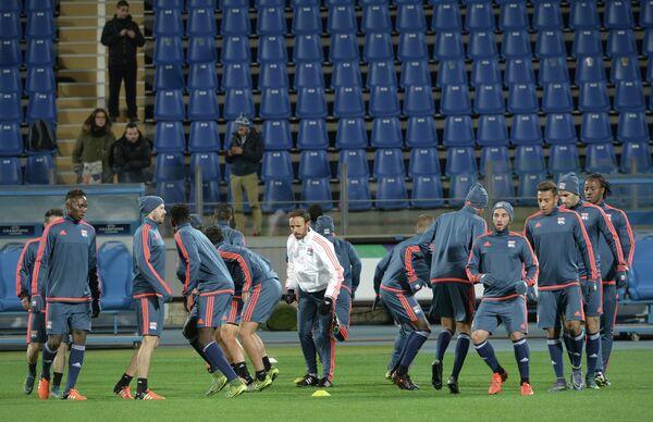 Игроки Лиона на тренировке перед матчем группового этапа Лиги чемпионов с ФК Зенит (Санкт-Петербург, Россия)